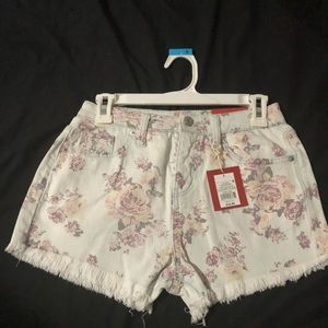 New size 6 high rise short shorts new